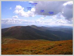 Вершины хребта Полонина Боржава. Вид с г.Великий Верх на Юг.