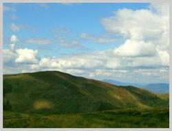 Гора Темнатик 1,342 м. Вправо спуск к п.Воловец